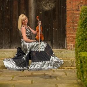 Hayley Pomfrett Wedding Violinist